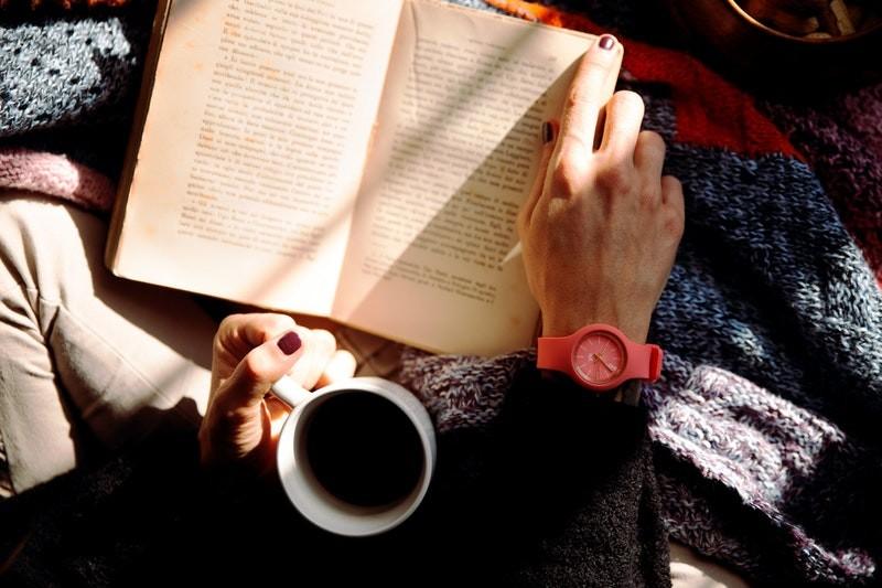 Heerlijk een Boek Lezen met een Kop Koffie