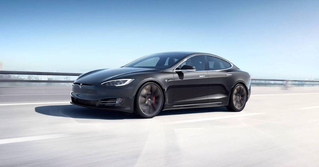 Donkergrijze Tesla Model S